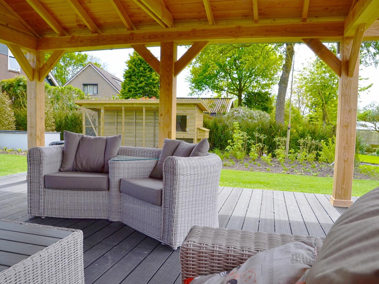 Tuinaanleg: moderne loungetuin met strak keramisch terras